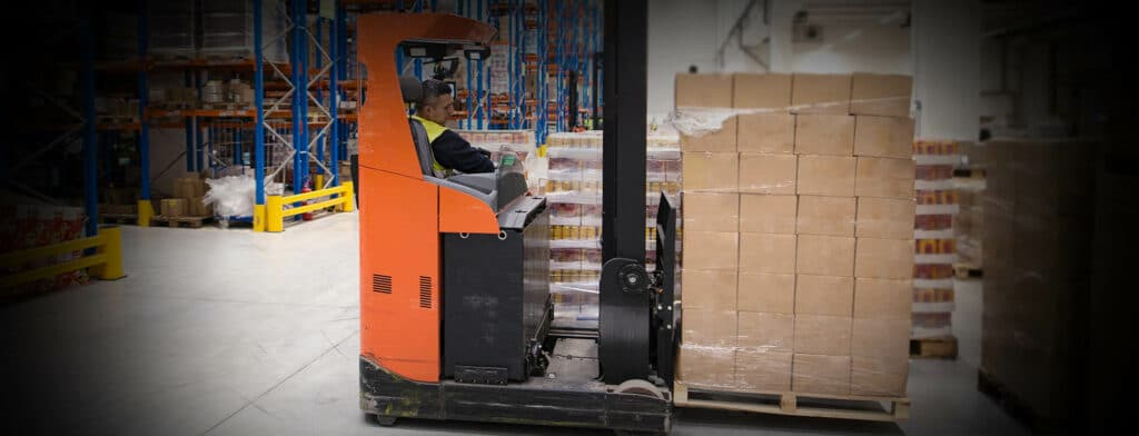"""The """"cargo monitor"""" can be applied to the cargo or pallets, it can be judged whether the goods have been collided or tilted during the warehouse operation, so as to prevent the customers' claim about the damaged goods and bad reputation."""